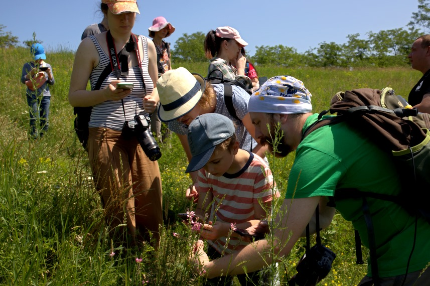 Training in species identification in Ukraine (Photo Mikhail Rusin - UNCG)