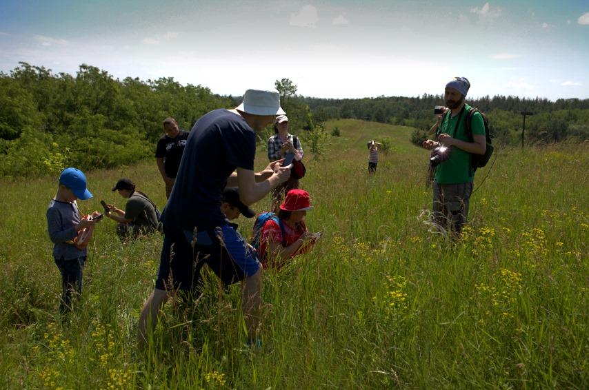 Collecting biodiversity data with iNaturalist app in Ukraine (Photo: UNCG)
